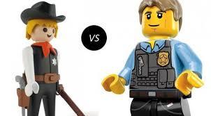 Playmobil vs Lego